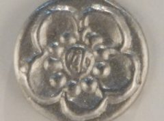 Chrysanthemum, tiny mum Pewter Button, 1/2″, 143. Hand made in the USA