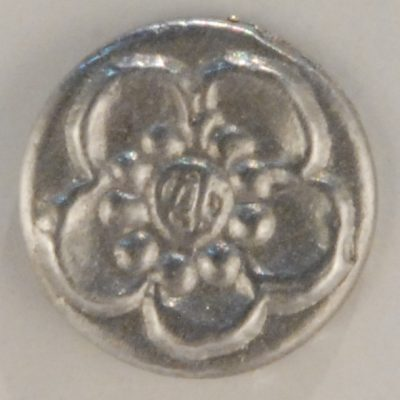 Chrysanthemum, tiny mum Pewter Button, 1/2″, 143