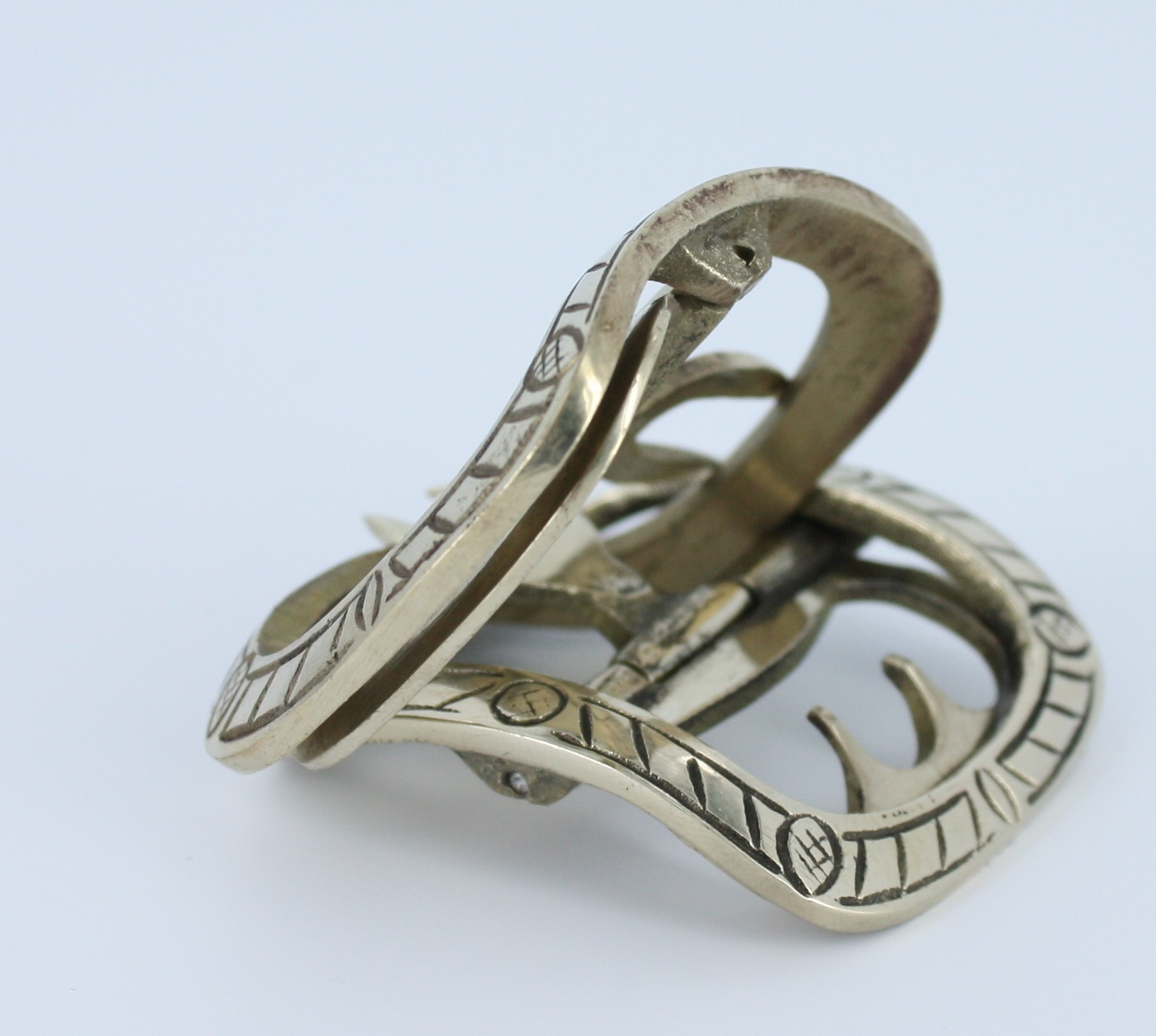 Ribbon buckle brass