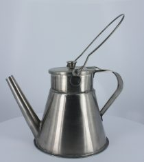 Colonial tea pot