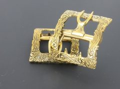 Swirl shoe buckle in Brass